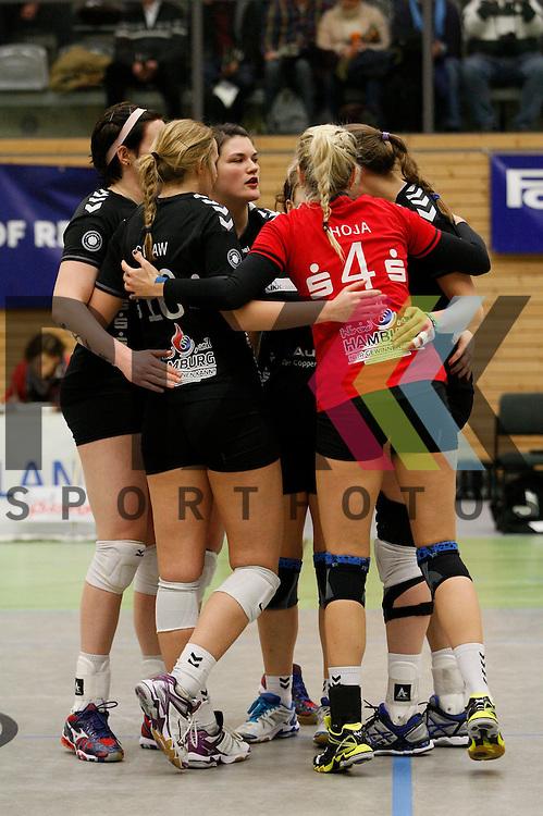 Jubel bei Hamburg<br /> <br /> 21.02.2015 Volleyball, 1. Bundesliga, Frauen, Saison 2014/15, Koepenicker SC Berlin - VT Aurubis Hamburg<br /> <br /> Foto &copy; PIX *** Foto ist honorarpflichtig! *** Auf Anfrage in hoeherer Qualitaet/Aufloesung. Belegexemplar erbeten. Veroeffentlichung ausschliesslich fuer journalistisch-publizistische Zwecke. For editorial use only.