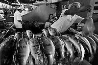 """BelÈm comemora 396 anos de fundaÁ""""o<br /> <br /> Considerada a maior feira livre da AmÈrica Latina, o Ver-o-Peso comercializa variados tipos de alimentos e ervas medicinais vindos do interior do estado. O nome do mercado tem relaÁ""""o com o antigo sistema de comÈrcio implantado no paÌs onde era necess·rio o rÌgido controle alfandeg·rio na AmazÙnia. Para isso, o peso das mercadorias era conferido para cobrar os impostos para a coroa portuguesa. Hoje, alÈm de ser um cart""""o postal paraense, Ver-o- Peso È mais uma opÁ""""o de lazer e comÈrcio para moradores e turistas da regi""""o.<br /> <br /> O municÌpio de Bele?m,  capital do estado do Para?, outrora denominada Santa Maria de BelÈm do Gr""""o Par·, foi fundada em 12 de janeiro de 1616 pelo capit""""o Francisco Caldeira Castelo Branco. De acordo com estimativa do censo 2010 do IBGE a cidade  tem hoje  cerca de 1.402.056 habitantes,    distribui?dos entre seu nu?cleo urbano e suas 39 ilhas.  A regia?o Metropolitana de Bele?m  conta com mais de 2,3 milho?es de habitantes, e tem hoje a maior populac?a?o metropolitana da Amazo?nia sendo uma das cidades mais antigas da regi""""o.  Situada entre a baia do Guajar· e o rio Guam· Latitude:01∞ 23'.6 Sul Longitude: 048∞ 29'.5 Oeste. <br /> BelÈm, Par·, Brasil<br /> Foto Paulo Santos<br /> 11//01/2012"""