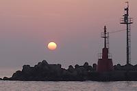 - Marina di Ravenna, outer dam of the harbour, navigation signals....- Marina di Ravenna, diga foranea del porto, segnali per la navigazione
