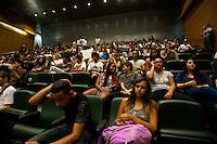 SÃO PAULO, SP, 29.03.2016 - PROTESTO- ESTUDANTES- Alunos da rede pública estadual fazem protesto contra o desvio de verba da merenda escolar, na Assembléia Legislativa na região central de São Paulo nesta terça-feira 29. (Foto: Gabriel Soares/Brazil Photo Press)