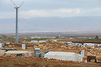 LEBANON Deir el Ahmar, camp for syrian refugees in the Beqaa valley, wind turbine / LIBANON Bekaa Tal, Deir el Ahmar, Camp fuer syrische Fluechtlinge am Dorfrand, Windkraftanlage, hintern den Bergen ist Syrien