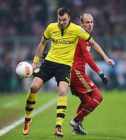 FUSSBALL  DFB-POKAL  VIERTELFINALE  SAISON 2012/2013    FC Bayern Muenchen - Borussia Dortmund          27.02.2013 Kevin Grosskreutz (li, Borussia Dortmund) gegen Arjen Robben (re, FC Bayern Muenchen)