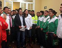 BOGOTÁ -COLOMBIA. 23-04-2014. El restituido alcalde Mayor de Bogotá, Gustavo Petro, se dirigió a los medios de comunicación en rueda de prensa hoy 23 de abril de 2014, en el Palacio de Liévano. Petro había sido retirado de su cargo tras una investigación de la Procuraduría General de la Nacion que también le impusó una inhabilidad para ejercer cargos públicos por 15 años. / The restituted mayor of Bogota, Gustavo Petro, spoke to the media in a press conference, today April 15 of 2014, at Lievano Palace. Petro had been removed from his post after an investigation of General National Attorney that also imposed a disability for 15 years to hold public office. Photo: VizzorImage/ Ignacio Prieto / Alcaldia de Bogotá HANDOUT PICTURE; MANDATORY USE EDITORIAL ONLY