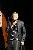 Rene Marik singt als Eminenz Don Mercedes Moped