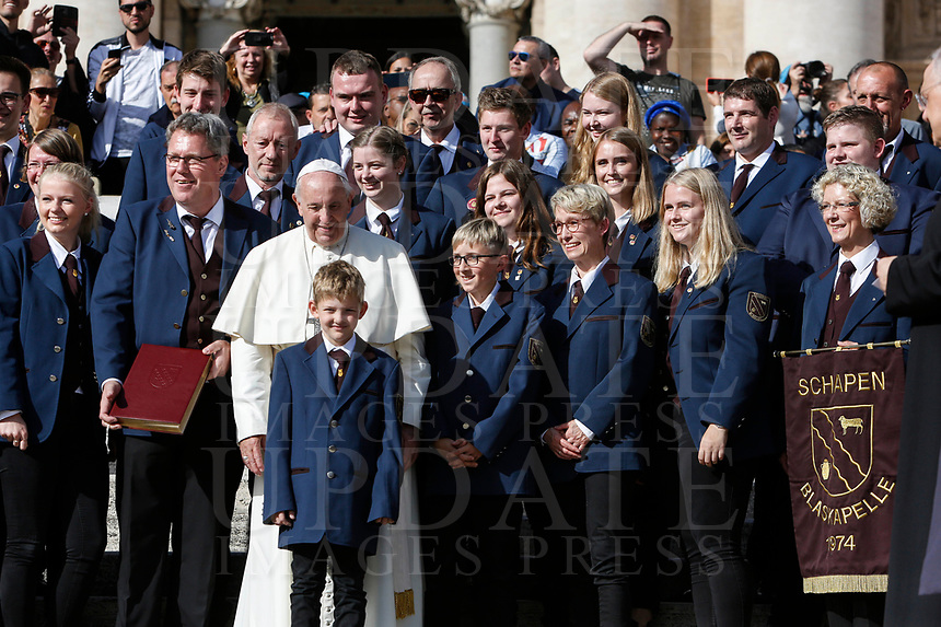 Pope Francis poses with a group of German musicians at the end of the weekly general audience in St. Peter's Square at the Vatican City, October 16, 2019.<br /> UPDATE IMAGES PRESS/Riccardo De Luca<br /> <br /> STRICTLY ONLY FOR EDITORIAL USE