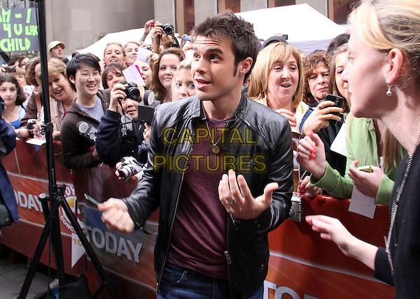 "KRIS ALLEN .from American Idol on NBC's ""Today Show"", New York, NY, USA, .28th May 2009..half length black leather jacket hands fans  .CAP/ADM/PZ.©Paul Zimmerman/Admedia/Capital Pictures"