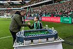 02.11.2019, wohninvest WESERSTADION, Bremen, GER, 1.FBL, Werder Bremen vs SC Freiburg<br /> <br /> DFL REGULATIONS PROHIBIT ANY USE OF PHOTOGRAPHS AS IMAGE SEQUENCES AND/OR QUASI-VIDEO.<br /> <br /> im Bild / picture shows<br /> Arnd Zeigler (Moderator, Stadionsprecher Werder Bremen), <br /> Joe Bryant (Erbauer des Weserstadion-Models aus Lego-Steinen) zu Gast im Stadion, <br /> <br /> Foto © nordphoto / Ewert