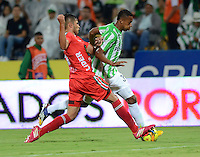MEDELLIN -COLOMBIA-9 -NOVIEMBRE-2014.Jonathan Copete  (Der)  de Atletico Nacional disputa el balon con   Patriotas FC   durante partido de la  18  fecha  de La Liga Postob—n 2014-2. Estadio Atanasio Girardot . / Jonathan Copete  (R) of  Atletico Naciona fights for the ball with  Patriots FC during party 18 La Liga Postob—n date 2014-2. Atanasio Girardot Stadium  Stadium. Photo: VizzorImage / Luis Rios  / Stringer