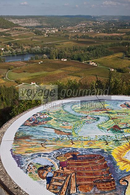 Europe/Europe/France/Midi-Pyrénées/46/Lot/Luzech: Table d'orientation et vue sur la vallée du Lot et le vignoble AOC Cahors