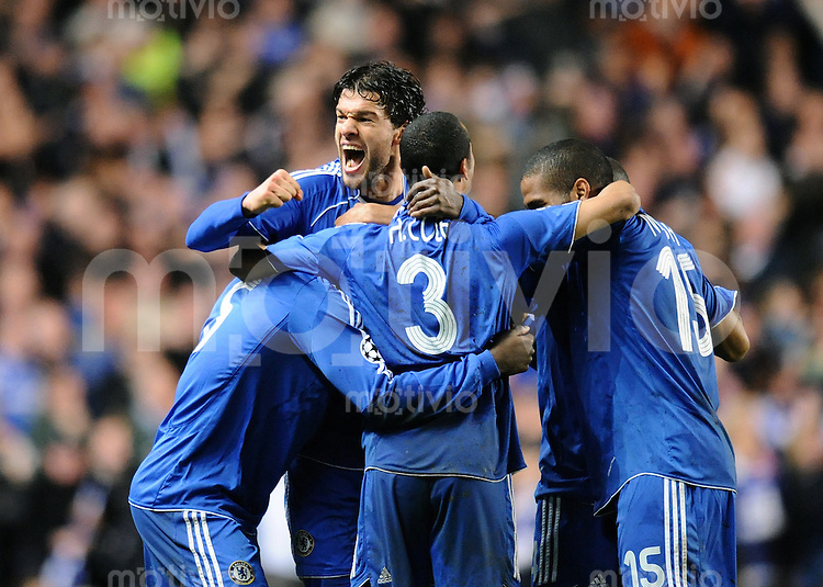 Fussball  Champions League   Halbfinale   Saison 2007/2008     30.04.2008 FC Chelsea London - FC Liverpool                     JUBEL Chelsea, Michael Essien, Michael Ballack, Ashley Cole und Florent Malouda (v.li.)