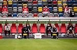 nph00351: Fussball, 1. Bundesliga, Saison 19/20, 26. Spieltag, Fortuna Düsseldorf - FC Paderborn 07, 16.05.2020:<br /> Trainer Uwe Rösler (F95, re.), Co-Trainer Thomas Kleine (F95) dahinter die Auswechselspieler<br />  <br /> <br /> Nur für journalistische Zwecke! Only for editorial use!<br /> <br /> Gemäß den Vorgaben der DFL Deutsche Fußball Liga ist es untersagt, in dem Stadion und/oder vom Spiel angefertigte Fotoaufnahmen in Form von Sequenzbildern und/oder videoähnlichen Fotostrecken zu verwerten bzw. verwerten zu lassen. DFL regulations prohibit any use of photographs as image sequences and/or quasi-video. <br /> <br /> Foto: Moritz Müller/Pool / via Meuter/nordphoto