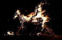 Nederland Utrecht - november 2018. Het Berlijnplein. Sint Maarten is in Utrecht favoriet boven Halloween. In Leidsche Rijn ontstaat een nieuwe traditie: het Vuur van Sint Maarten. Het Vuur van Sint Maarten is een spektakel vol lichtkunst en muziek. Het houten paard werd verbrand.  Foto Berlinda van Dam / Hollandse Hoogte