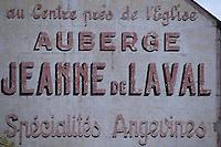 Europe/France/Pays de la Loire/Maine-et-Loire/Les Rosiers : Auberge Jeanne de Laval Ancienne Enseige de cette auberge désormais fermée et qui a constitué une des étapes de la route gourmande<br /> PHOTO D'ARCHIVES // ARCHIVAL IMAGES<br /> FRANCE 1990