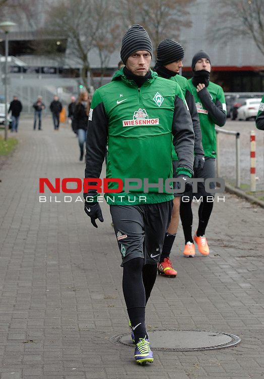 17.12.2013, Trainingsgelaende, Bremen, GER, 1.FBL, Training Werder Bremen, im Bild Aaron Hunt (Bremen #14)<br /> <br /> Foto &copy; nordphoto / Frisch