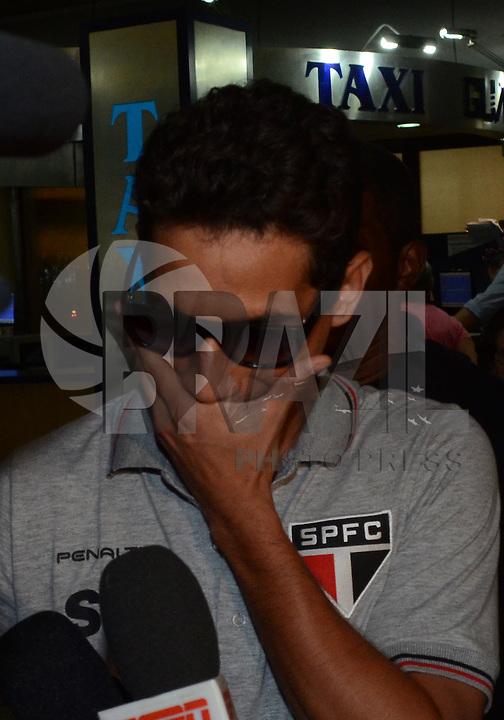 SAO PAULO, SP, 15 MARCO 2013 -   Paulo Henrique Ganso no desembarquer da equipe do  Sao Paulo após partida contra o Arsenal da Argentina valida pela taca Libertadores da America, no aeroporto de Cumbica , em Guarulhos. nesta sexta feira 15. (FOTO: ALAN MORICI / BRAZIL PHOTO PRESS).