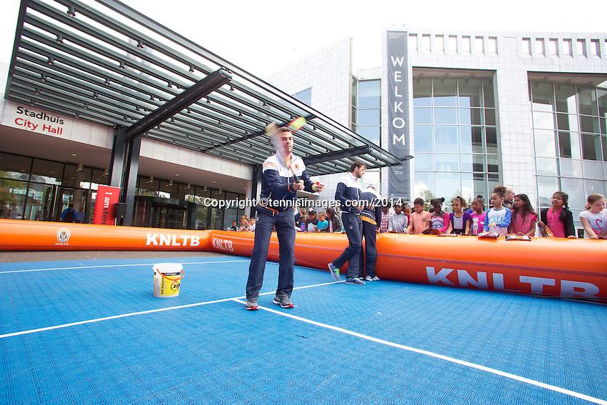 September 11, 2014, Netherlands, Amsterdam, Ziggo Dome, Davis Cup Netherlands-Croatia, Draw, Street tennis <br /> Photo: Tennisimages/Henk Koster