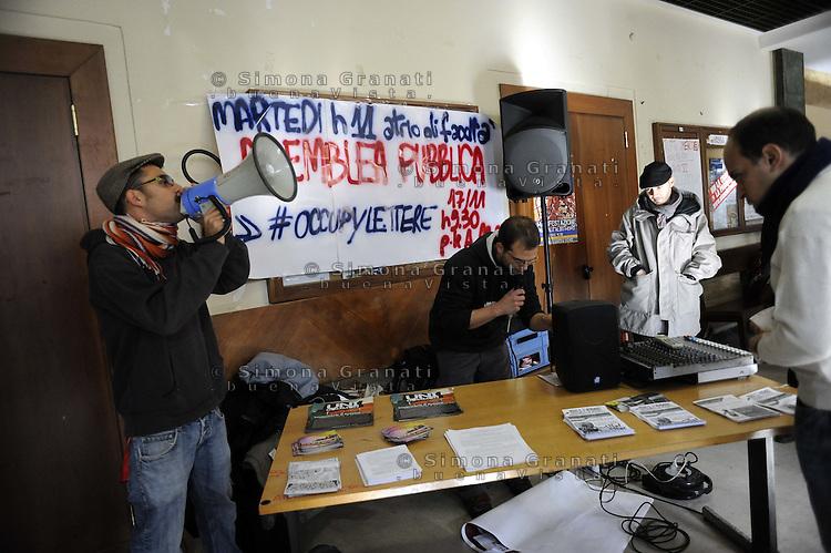 Roma,15 Novembre 2011.Università La Sapienza, verso la giornata mondiale di mobilitazione studentesca del 17 Novembre.Facoltà di Lettere.