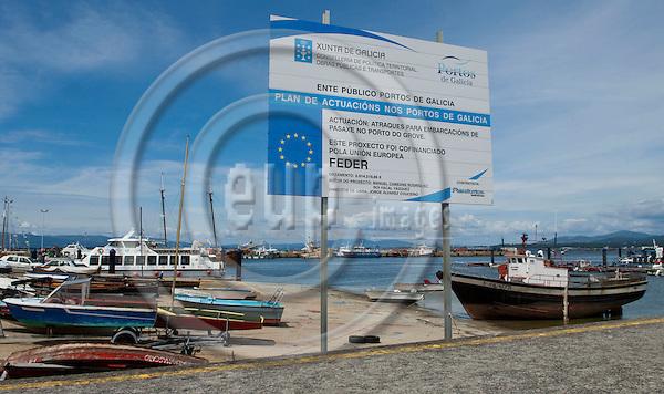 O Grove-Galicia-Spain, August 02, 2009 -- Information board on new harbour, port installations, an EU-co-financed project - FEDER (Fonds Européen de Développement Régional / European Regional Development Fund  - ERDF) -- infrastructure -- Photo: Horst Wagner / eup-images