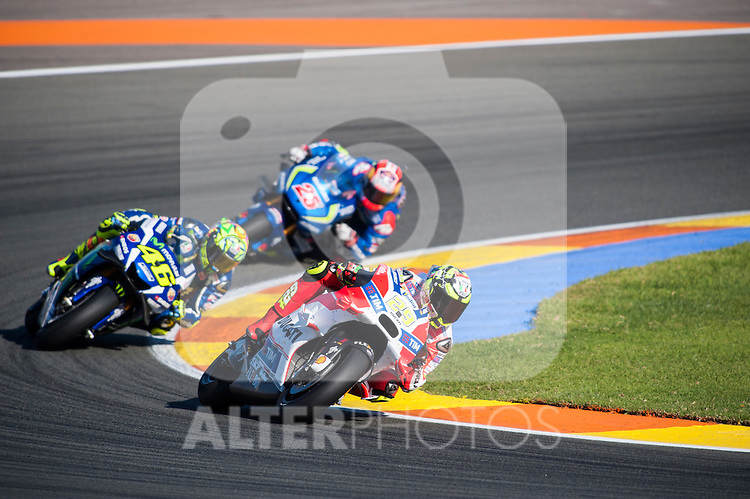 VALENCIA, SPAIN - NOVEMBER 11: Andrea Iannone, Valentino Rossi, Maverick Viñales during Valencia MotoGP 2016 at Ricardo Tormo Circuit on November 11, 2016 in Valencia, Spain