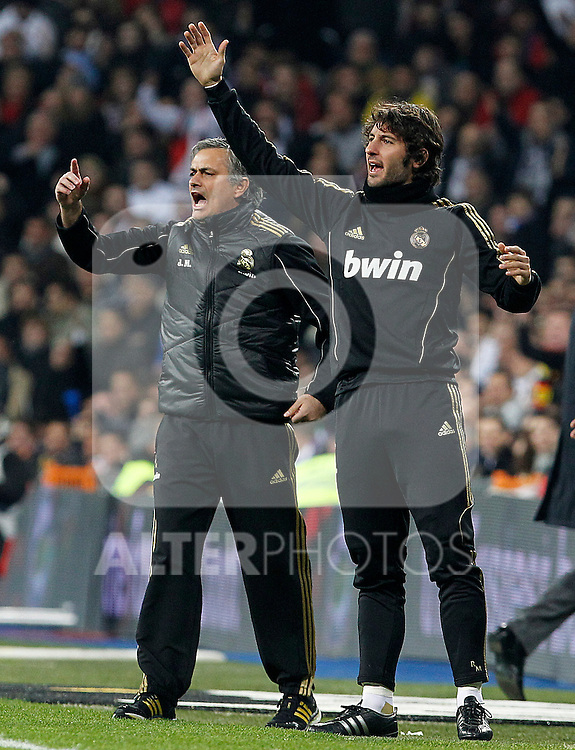Real Madrid's coach Jose Mourinho (l) and Esteban Granero during Spanish King's Cup match.January 18,2011. (ALTERPHOTOS/Acero)