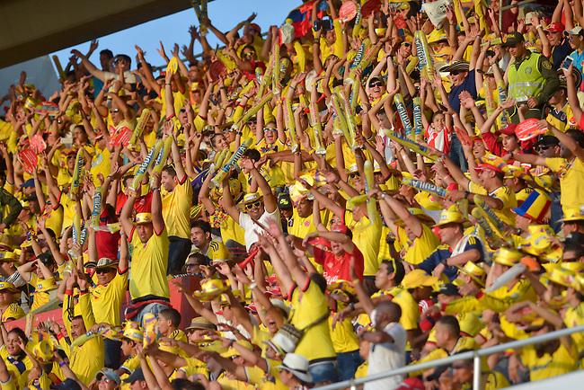 Hinchas de Colombia en el partido contra Peru  en el Estadio Metropolitano Roberto Melendez de Barranquilla el  8 de octubre de 2015.<br /> <br /> Foto: Archivolatino<br /> <br /> COPYRIGHT: Archivolatino<br /> Prohibido su uso sin autorizaci&oacute;n.