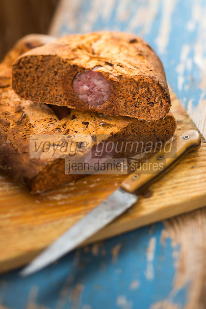 Europe/France/Franche-Comté/25/Doubs/Rochejean:  Pain à la saucisse de Morteau -recette de Norbert, le berger - Auberge La Petite Echelle, Chalet restaurant d'Alpage  // France, Doubs, Rochejean: Bread with Morteau  sausage , recipe Norbert, the shepherd - Auberge La Petite Echelle, chalet restaurant