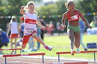 ATLETIEK: HEERENVEEN: 19-09-2015, Athletics Champs AV Heerenveen, Meike Terpstra (#110 | 9 jaar), Bethe Siemonsma (#65 | 11 jaar), ©foto Martin de Jong