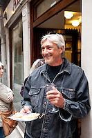 Local patron enjoying Venetian Cicchetti e ombre at All' Arco, bàcaro, Venice, Italy