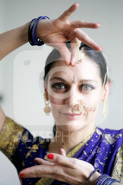 Madrid 02 de Abril de 2009. La bailarina y profesora de danza tradicional India Sikta Devin en el Aula 11. (Alvaro Hernandez).