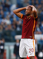 Calcio, Serie A: Roma vs Lazio. Roma, stadio Olimpico, 8 novembre 2015.<br /> Roma's Seydou Keita reacts after missing a scoring chance during the Italian Serie A football match between Roma and Lazio at Rome's Olympic stadium, 8 November 2015.<br /> UPDATE IMAGES PRESS/Riccardo De Luca
