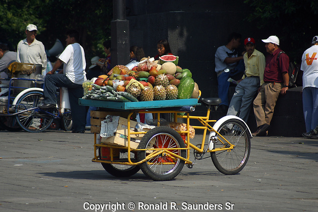 CART SELLING FRUIT ON THE STREET OF MEXICO CITY