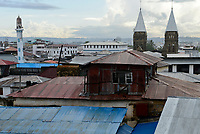 TANZANIA Zanzibar, Stone town, catholic church and mosque  / TANSANIA Insel Sansibar, Stonetown, Moschee und katholische St. Joseph Kathedrale