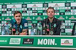 02.11.2018, Weserstadion, Bremen, GER, 1.FBL, PK SV Werder Bremen<br /> <br /> im Bild <br /> Max Kruse (Werder Bremen #10), Florian Kohfeldt (Trainer SV Werder Bremen), <br /> bei PK / Pressekonferenz vor dem Auswärtsspiel bei 1. FSV Mainz 05, <br /> <br /> Foto © nordphoto / Ewert