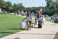 MVNU2MSU 2016. Move in action at Nunnelee Hall.<br />  (photo by Beth Wynn / &copy; Mississippi State University)