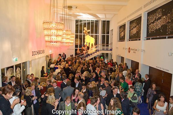 Utrecht, 26-09-2010.Nederlands Film festival.Lang en gelukkig, borrel, stadsschouwburg.Foto: Robert Tjalondo