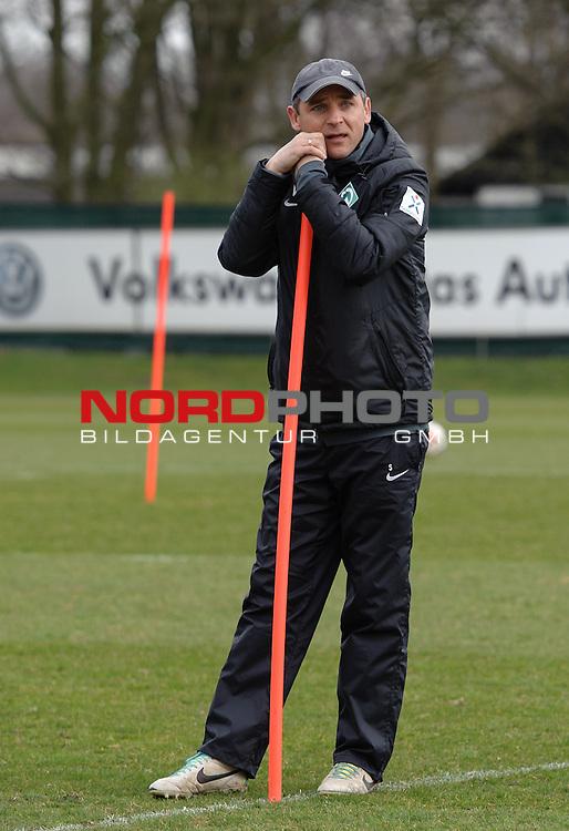 26.03.2015, Trainingsgelaende, Bremen, GER, 1.FBL, Training Werder Bremen, im Bild Viktor Skripnik (Trainer Werder Bremen)<br /> <br /> Foto &copy; nordphoto / Frisch