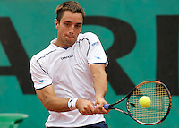 Viktor Troicki (SRB) against Juan Martin Del Potro (ARG) (5) in the second round of the Men's Singles. Del Potro beat Troicki 6-3 7-5 6-0 ..Tennis - French Open - Day 5 - Wed 28th May 2009 - Roland Garros - Paris - France..Frey Images, Barry House, 20-22 Worple Road, London, SW19 4DH.Tel - +44 20 8947 0100.Cell - +44 7843 383 012
