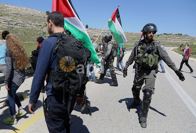 Palestinian protesters scuffle with Israeli border guards during clashes following a march against Palestinian land confiscation on April 1, 2016 in the West Bank village of Nabi Saleh near Ramallah. Photo by Hamza Shalash