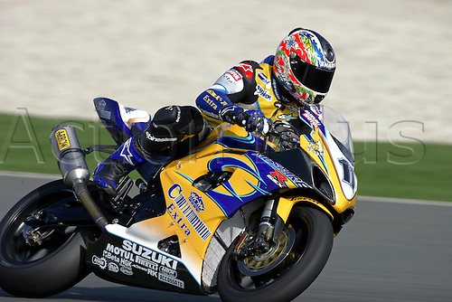 24 February 2005: Australian rider Troy Corser (AUS) on his Alstare Suzuki Corona Extra GSXR1000 K5 during qualifying practice for round one of the SBK Superbike World Championship held at the Losail International Circuit, Doha, Qatar. Photo: Neil Tingle/Action Plus..050224 motorcycling motorcycle racing bike racing SBK sport motor sports motorsport motorsports