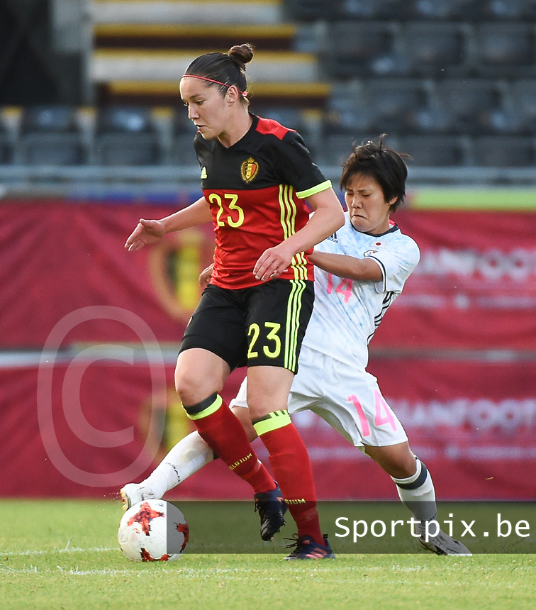 20170613 - LEUVEN ,  BELGIUM : Belgian Elien Van Wynendaele (L) and Japanese Yu Nakasato (R) pictured during the female soccer game between the Belgian Red Flames and Japan , a friendly game before the European Championship in The Netherlands 2017  , Tuesday 13 th Juin 2017 at Stadion Den Dreef  in Leuven , Belgium. PHOTO SPORTPIX.BE | DIRK VUYLSTEKE