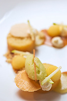 Europe/France/73/Savoie/Val d'Isère:  Baba au Génépi et confiture de lait , rafraichi d'un sorbet à la pomme verte, recette de Benoît Vidal. chef du restaurant: L'Atelier d'Edmond, au Fornet