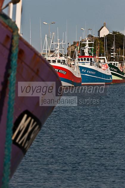 Europe/France/Bretagne/29/Finistère/Roscoff: Bateaux de pêche au port et la chapelle Sainte-Barbe