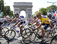 25.07.2004 US cyclist Lance Armstrong (R) passes the famous triumph arch near the end of the last stage of the 2004 Tour de France cycling race in Paris, France, 25 July 2004. According to Tour tradition the overall leader is not attacked anymore on the last stage of the three-week-long event. Armstrong dominated the 2004 Tour like no other, winning five stages and finishing with a record sixth straight overall victory. The 163 km long final stage of the 91st Tour de France led from Montereau to the famous Champs-Elysees in Paris.