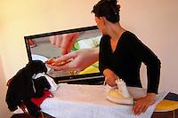 Rischio di incidenti domestici in casa per le casalinghe..Risk of accidents at home for housewives. .