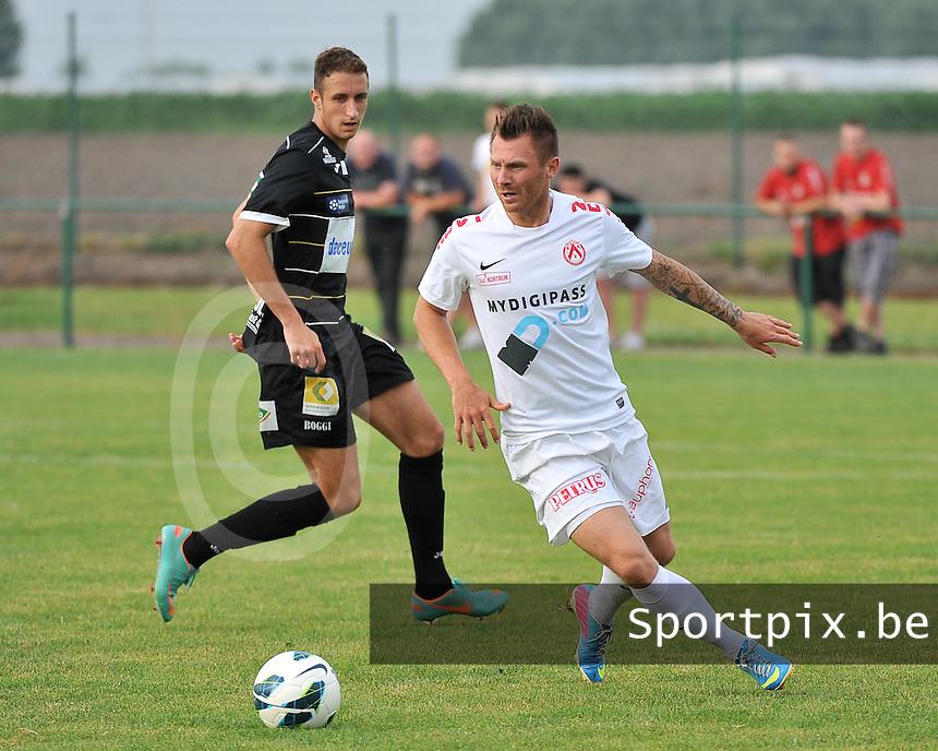 KV Kortrijk - KSV Roeselare : Teddy Chevalier aan de bal voor Petar Bojovic (links)<br /> foto VDB / Bart Vandenbroucke