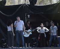 paparazzi EXCLUSIVO a Miguel Bose  y Ximena Sariñana durante un ensayo esta tarde donde por la noche ofreceran concierto en la Explanada de Poliforum de Leon Guanajuato el 8 mayo 2013.<br /> <br /> *Foto:TiradorTercero/NortePhoto*)