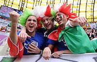 FUSSBALL  EUROPAMEISTERSCHAFT 2012   VORRUNDE Spanien - Italien            10.06.2012 Italienische Fans