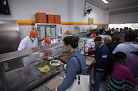 FERRAZ DE VASCONCELOS, SP ,17 DE SETEMBRO DE 2013 - GOVERNADOR GERALDO ALCKIMIN INAUGURA BOM PRATO EM FERRAZ DE VASCONCELOS - Governador de Sao Paulo Geraldo Alckimin durante inauguracao do Bom Prato na cidade de Ferraz de Vascolncelos na grande Sao Paulo, nesta terca-feira, 17. (Foto: Warley Leite / Brazil Photo Press).