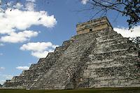 Templo de Kukulcan.<br /> Zona arqueologica de Chichen Itza Zona arqueol&oacute;gica  <br /> Chich&eacute;n Itz&aacute;Chich&eacute;n Itz&aacute; maya: (Chich&eacute;n) Boca del pozo; <br /> de los (Itz&aacute;) brujos de agua. <br /> Es uno de los principales sitios arqueol&oacute;gicos de la <br /> pen&iacute;nsula de Yucat&aacute;n, en M&eacute;xico, ubicado en el municipio de Tinum.<br /> *Photo:&copy;Francisco* Morales/DAMMPHOTO.COM/NORTEPHOTO<br /> <br /> * No * sale * a * third *