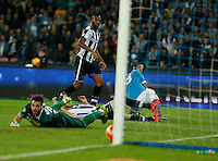 Gonzalo Higuain scores during the  italian serie a soccer match,between SSC Napoli and Udinese      at  the San  Paolo   stadium in Naples  Italy , November 08, 2015
